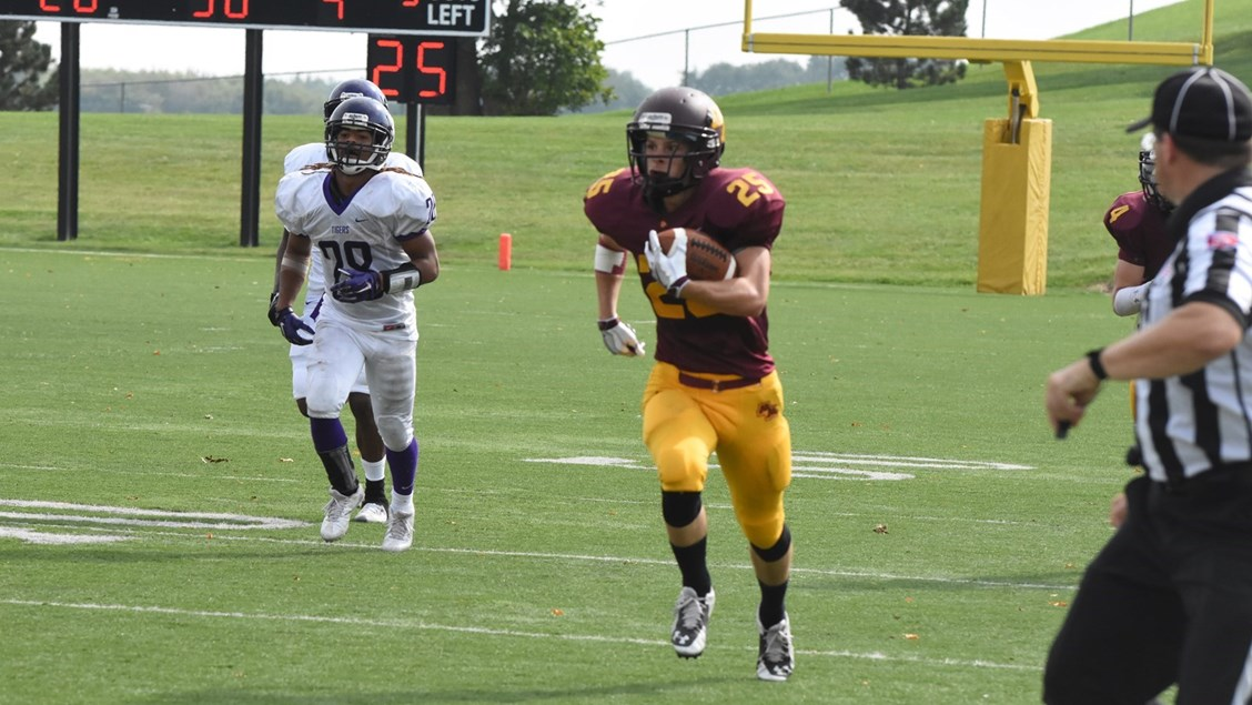 Cougars Come From Behind To Top Iowa Wesleyan University Of Minnesota Morris Athletics